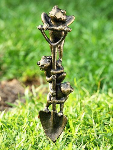 Frog garden statuary frog flowerpots and frog pot hangers