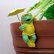 Rainy Day Frog Pot Percher: Side