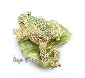 Peridot Frog on Leaf Jewel Box